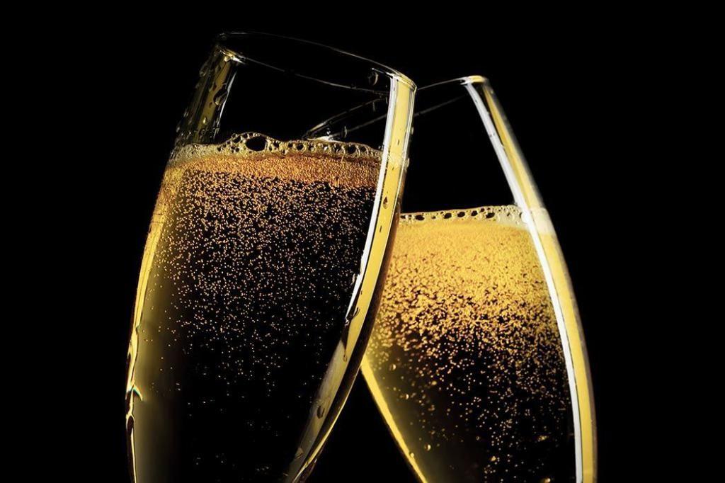 Гадание в домашних условиях на шампанском